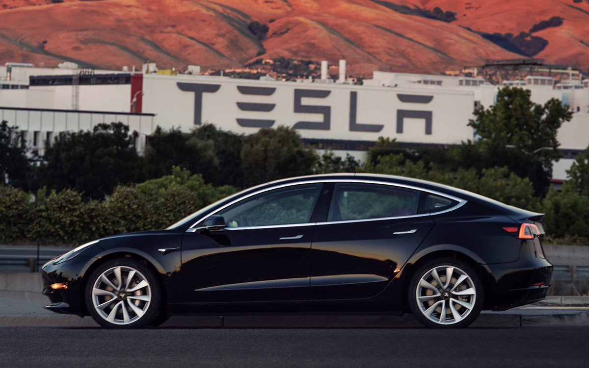 Weekly Roundup: Tesla First Production Model 3, $1195 Holographic Phone And More