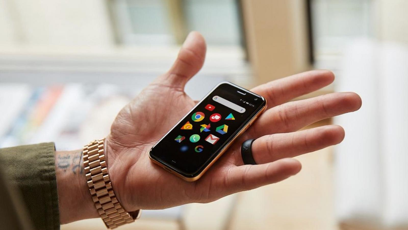 Cool Tech: Palm Tiny Smartphone, Atari Retro Handheld Console and more