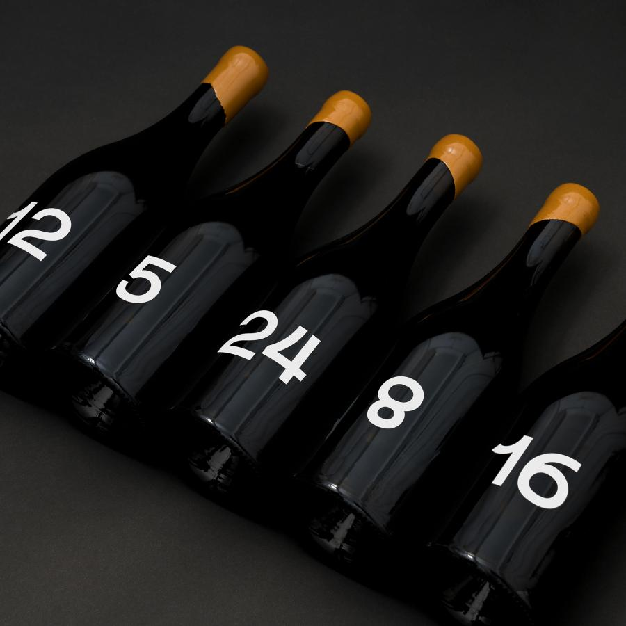 Packaging Design: Minimalist Wine Bottle Design
