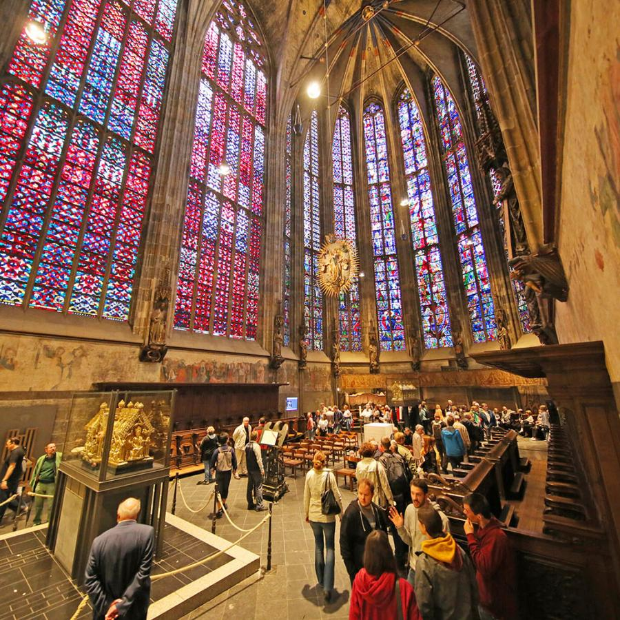 Virtual 3D flight of the Aachen Cathedral