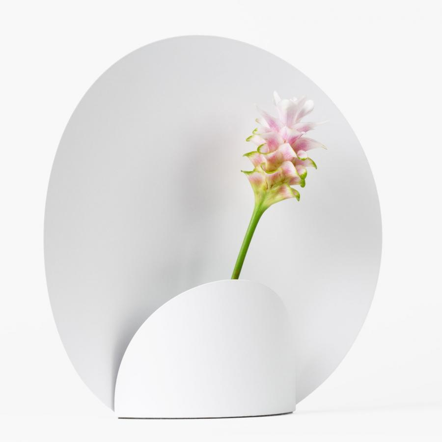 Minimalist Flower Vase by Shinya Oguhi