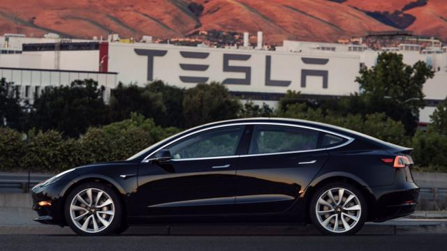 Weekly Roundup: Tesla First Production Model 3, $1195 'Holographic' Phone and More