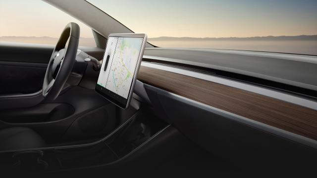 Interaction Design & UI/UX: A closer look at the Tesla Model 3 touchscreen