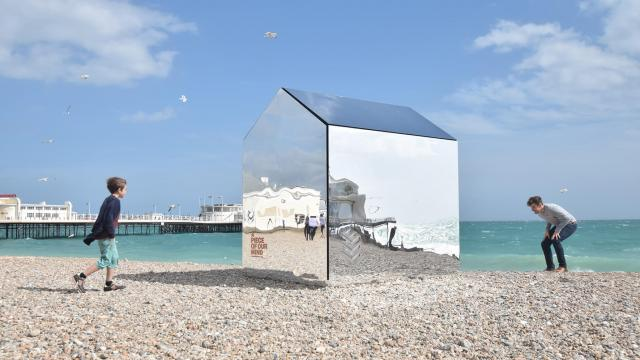 Beautiful Houses: Mirrored Beach Hut